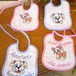 bavaglino bambino lacci con ricamo con lacci e possibilità di personalizzazione