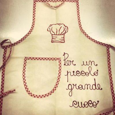 Idee regalo grembiule bambino cuoco con nome e frase ricamato