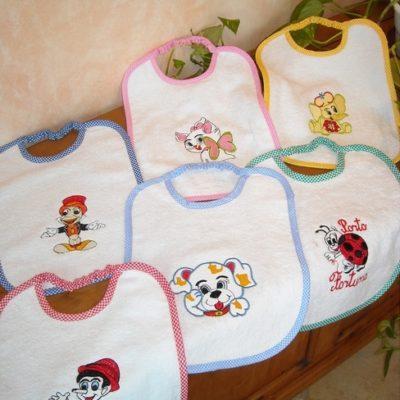 bavaglino bambino con ricamo e pratico elastico personalizzabile